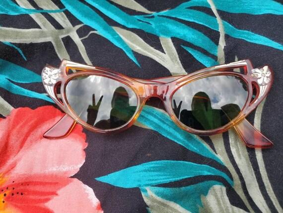 Vintage 1950s Cateye Sunglasses • Amber Carved Fra