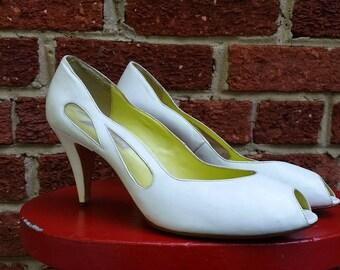 Vintage 80s 90s White Pump Heels Cut Out Peep Toe Size 9M 8.5 Gloria