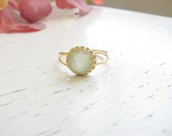 Sale - Jade ring Gold Green jade Light green ring vintage ring Dainty jade jewelry