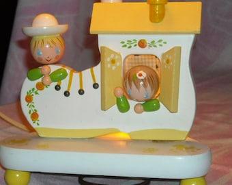 Sweet Vintage Old Woman in a Shoe Nursery Lamp w/Original Shade by Nursery Originals,Inc./ IRMI