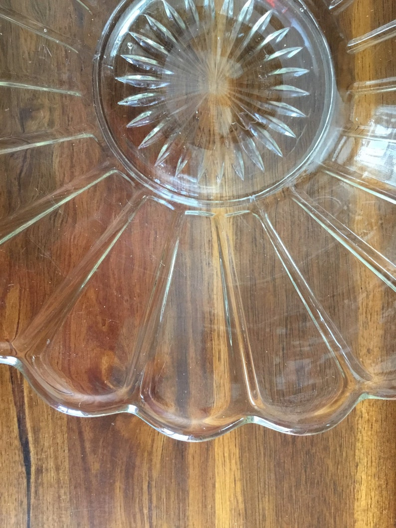 star bottom Lindburgh pattern glass serving bowl Vintage Imperial Glass daisy design