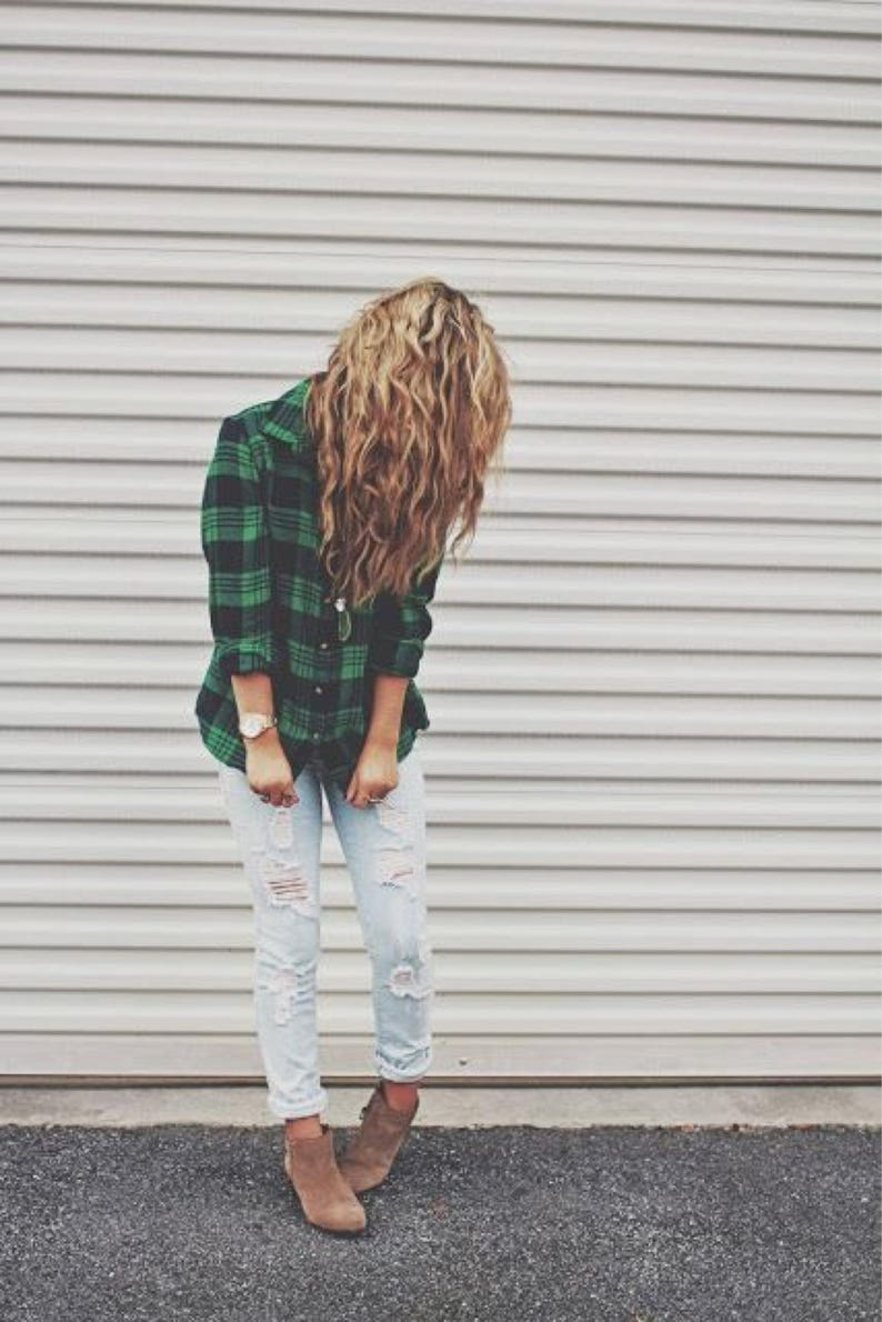 e353f6e77d4a5 Outfit Distressed mom jeans and oversized flannel