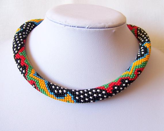 Bunte Perle häkeln Halskette mit geometrischem Muster bunte