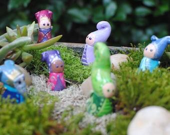 Fait sur commande cette Figurine fée, Figurine de nain, Gnome Figurine, Fairy Garden, Mini Fée, fée poupée, sculpté Doll, jardin féerique, lunatique