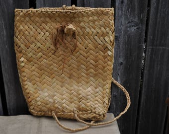 Traditional Māori Woven Flax Seed Basket in  Great Condition!
