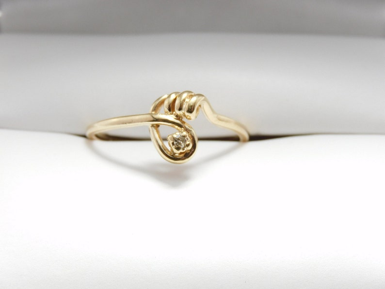 Vintage 10K Gold Twist Ring with Diamond Accent Size 6L