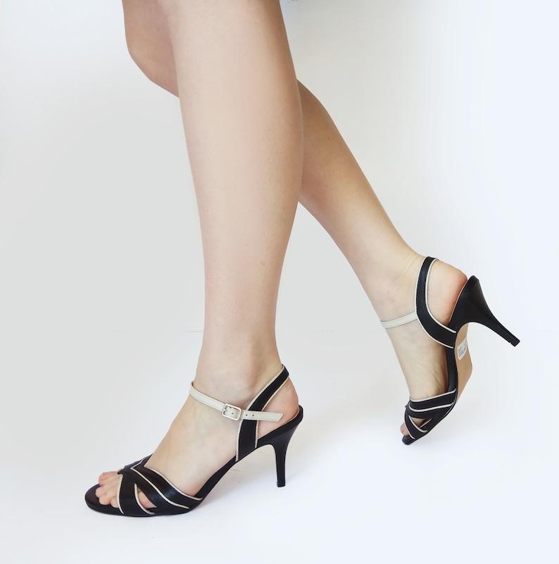 192b188e770f6 Schwarze Leder-Sommer-Schuhe, schwarze Heel Sandalen, schwarze Schuhe,  schwarze t-Riemchen-Sandalen, Sandalen mit Riemchen, Kleid Sandalen,  Hochzeit ...