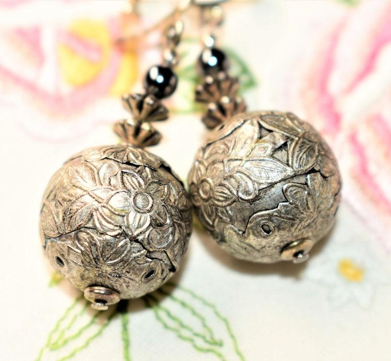 Silver Coloured Floral Patterned Metal Large Ball Dangle Drop Vintage Screw Back Earrings Wedding c1950s