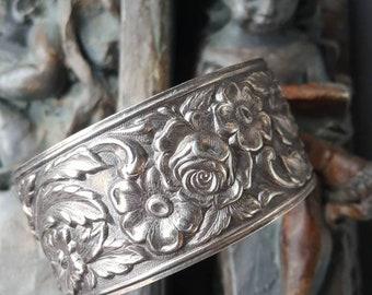Beautiful 1940's wide cuff bracelet