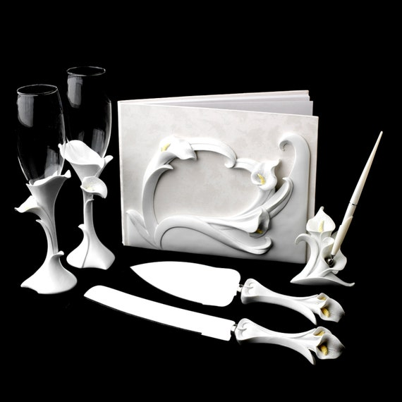 Classic Lily Toasting Flutes Set