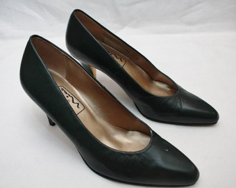 """80's Vintage """"The TOUCH OF NINA"""" Green Leather Heels Sz: 7"""