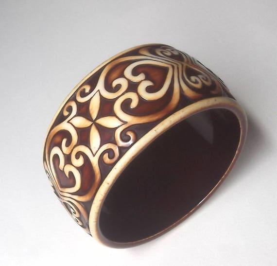 Vintage Galalith? French Bakelite? Carved Bangle S