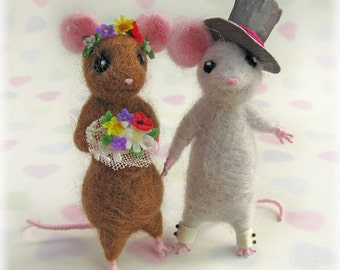 Mice Cake Topper - Town Country Mouse Needle Felted Mouse Book Lover Wedding Decor Alternative Storybook Decorative Model Needle Felting