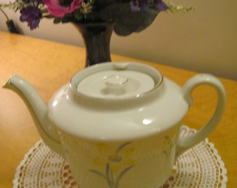 MZ Czechoslovakia Teapot patterned with daffodils and green leaves