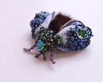 Juju Embroidered fly brooch pin