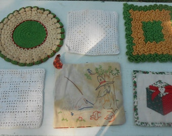 and Doily Vintage pot holders FREE Shipping! hot pads 2 pot holders and 1 doily Rooster