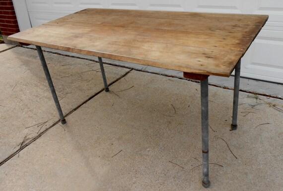 Tavolo Da Pranzo Industriale : Antico tavolo industriale negozio di legno solido tavolo etsy