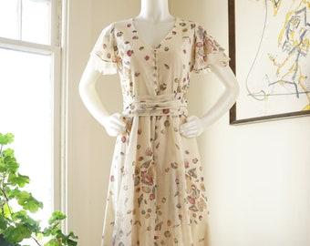 4cd1ff310c3 Vintage 1970s Lanz Maxi Dress   Bonwit Teller Novelty Print Seashells  Flutter Sleeves Button Front V Neck Tiered Skirt   Light   Airy   XS S