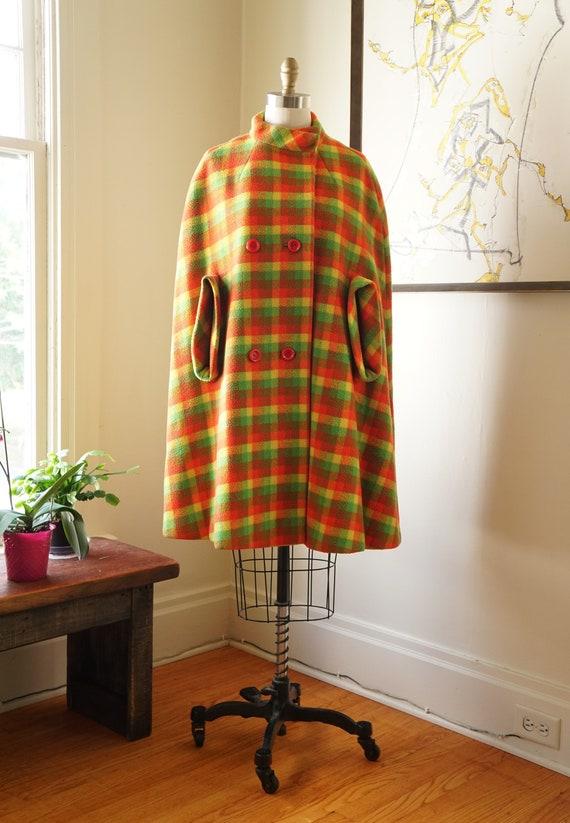 Vintage 1960s Cape / 1960s Mod / Wool Plaid Cape /