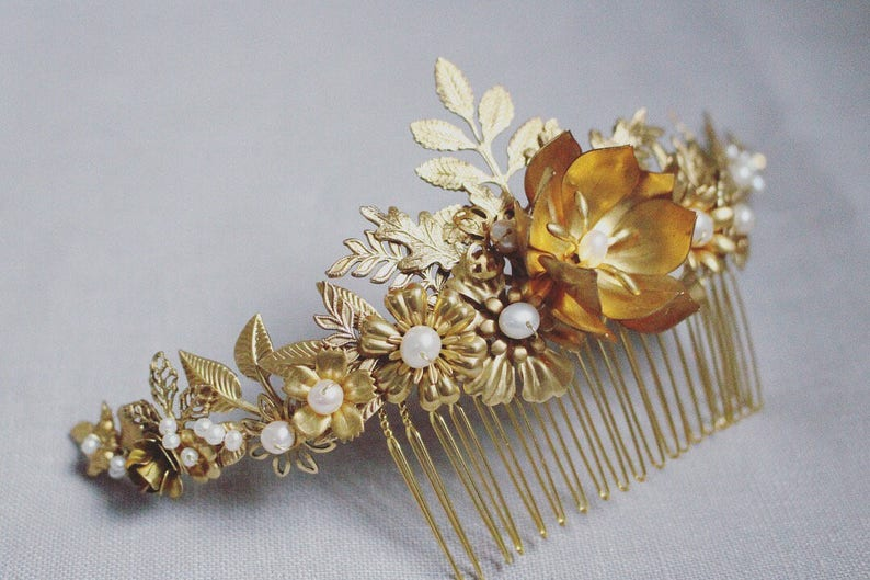 Gold floral Bridal haircomb. Gold foliage. image 0