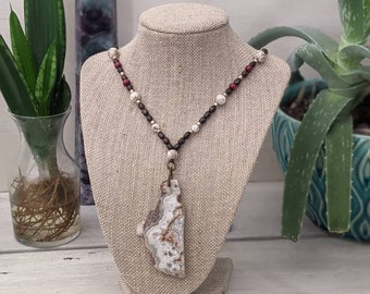 Lace Agate Pendant Beaded Necklace