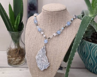 Silve Lace Agate Pendant Beaded Necklace