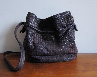 4328cfd87408 Intrecciato Woven Bucket Purse Handbag in Purple Leather Bottega Veneta  Style Crossbody