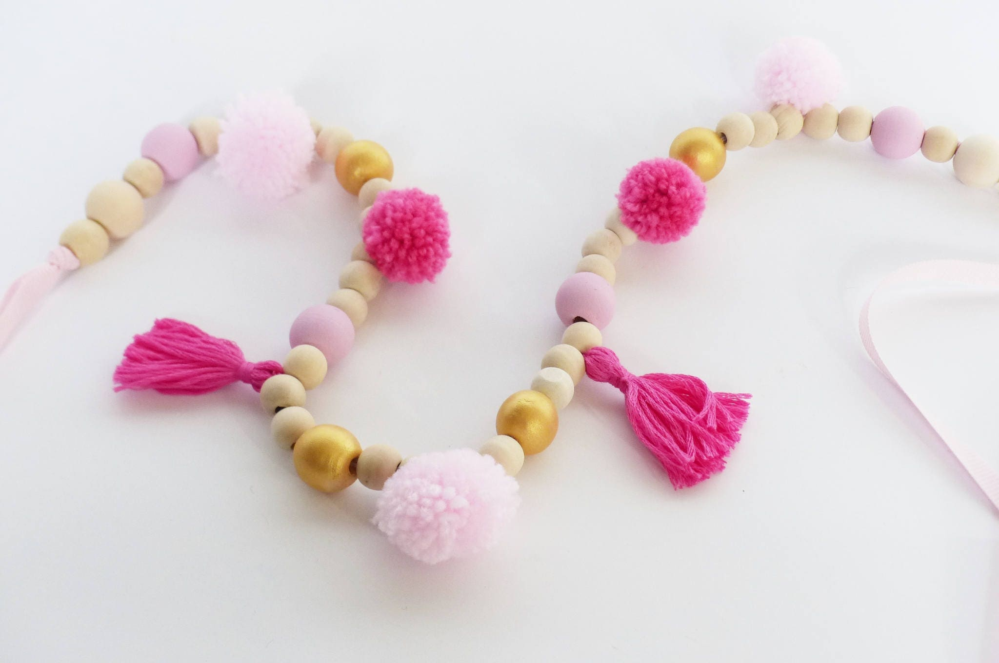 Cadeau Originale Baby Shower garland tassels and wooden beads pink, fuchsia and golden