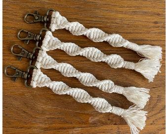 Macrame twisted Keychain, Macrame bag charm, Handbag Accessories, Boho style keychain, Bohemian keyring, Handmade key accessories, Retro