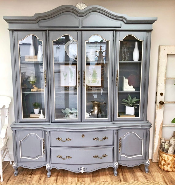 THOMASVILLE FURNITURE Tableau Collection French Provincial 50 China Cabinet 21821-410