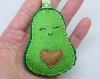 Avocado keychain from felt - handmande vegan gift idea with or without faces