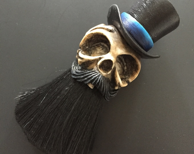 Tophat Neck Brush