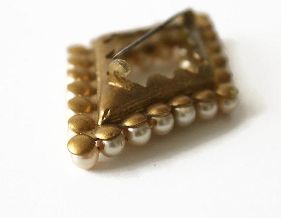 Vintage Faux Pearl Brooch - image 3