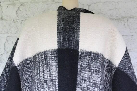 Vintage Cape One Cape Ivory Fringe Cape Wrap Poncho Bohemian Wrap Cape Wool Charcoal 1970s Hippie Wrap Size Vintage Wool naqwxqTB7