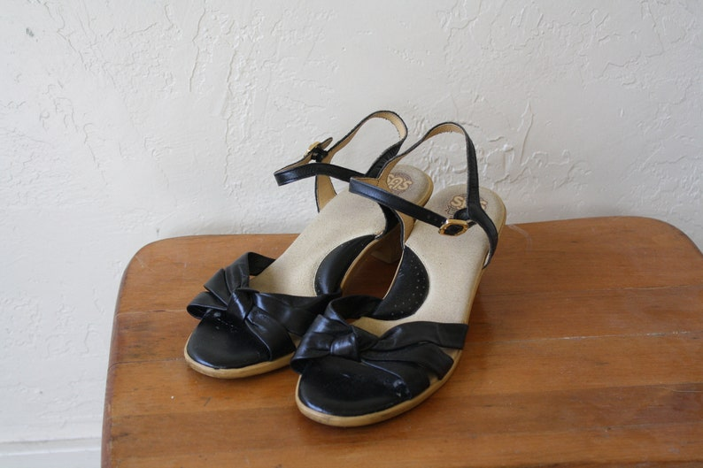 94e4325a6aa9f 1990s Black Wedge Sandals / Hippie Girl Sandals / Vintage Rubber Wedge  Sandals / Strappy Buckle Sandals / Black Boho Sandals 7.5