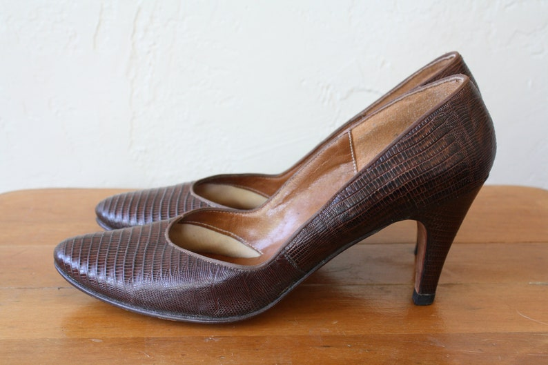 6956f83969791 Lizard Leather Pumps / Brown Leather High Heels / 60s Classic Pumps /  Vintage Brown Pumps / Vintage 60s High Heels 7