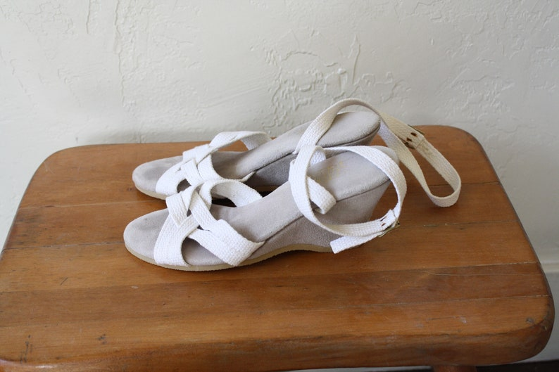 b25ce17e16ddb 1970s Wedge Sandals / Ankle Wrap Strap Sandals / Sand Pebbles Sandals /  Vintage Wedge Heels / Surfer Girl Sandals / Strappy Wedge Heels 6.5