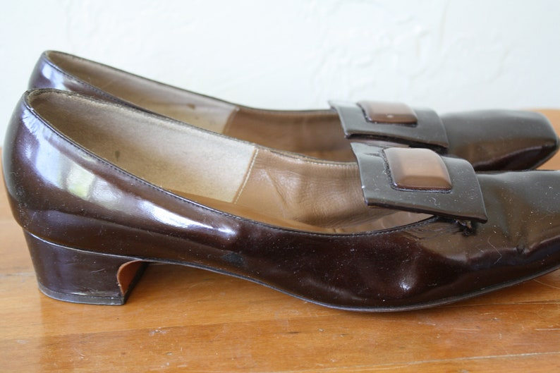 01ba1c944970f 1970s Low Heels / Brown Patent Leather Pumps / Vintage Brown Pumps /  Vintage 70s Heels / Office Heels / Secretaries Shoes 8.5 Flawed