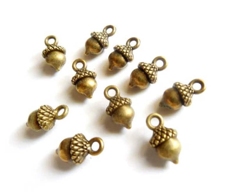 10 Antique Copper Acorn Charms 23-11-6