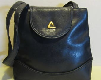 Nice vintage blue leather shoulder bag, very good condition