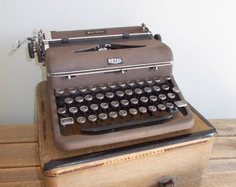 Brown Royal Quiet De Luxe Typewriter –with Case