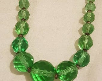 Lovely Emerald green faceted glass Deco 1930's beaded necklace.