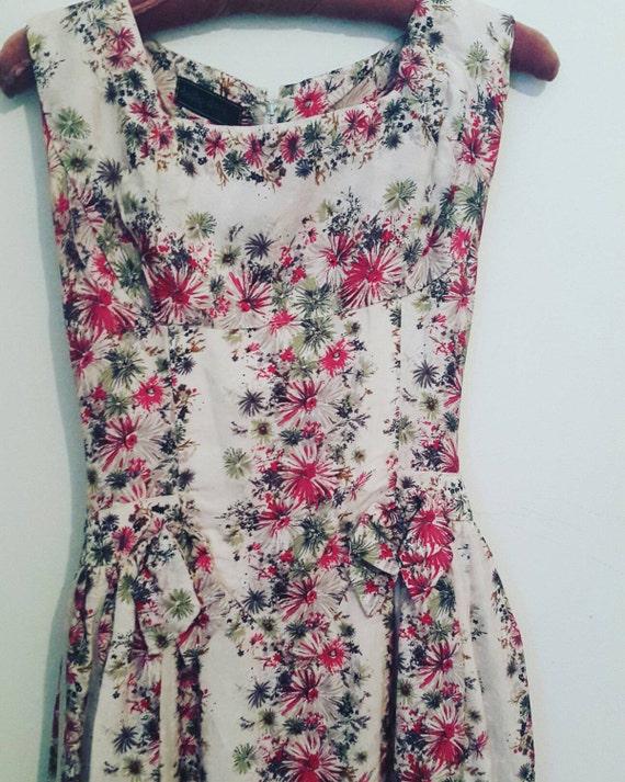 Beautiful 1950's vintage Floral summer dress