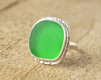 Kelly Green Sea Glass Ring, Size 6