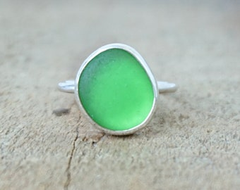 Kelly Green Sea Glass Stacking Ring, Size 6