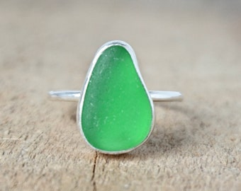Kelly Green Sea Glass Stacking Ring, Size 8