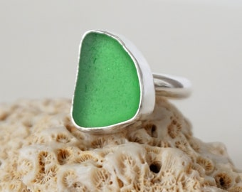 Kelly Green Sea Glass Ring, Size 7 1/2