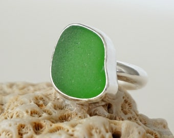 Kelly Green Sea Glass Ring, Size 7