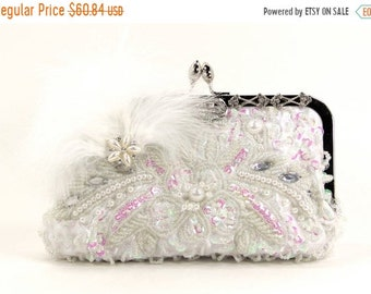 ON SALE White wristlet clutch purse ,Bridal Clutch, White evening bag, beaded wedding purse, Beaded Clutch, Vintage Purse, Gift for her