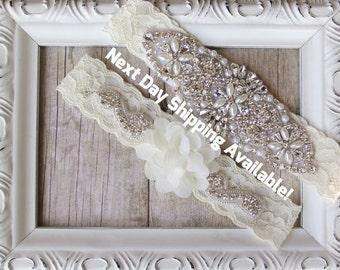 Garter - Ivory wedding garter set / bridal garter/ lace garter / toss garter included / wedding garter / vintage inspired lace garter